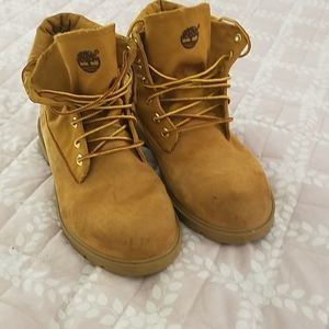Timberland Boy's boots. Size 5.5.